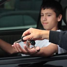 مراقبة المراهقين أثناء القيادة